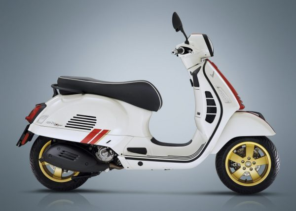 VESPA GTS Supertech 300 HPE Super Performance and Elegance